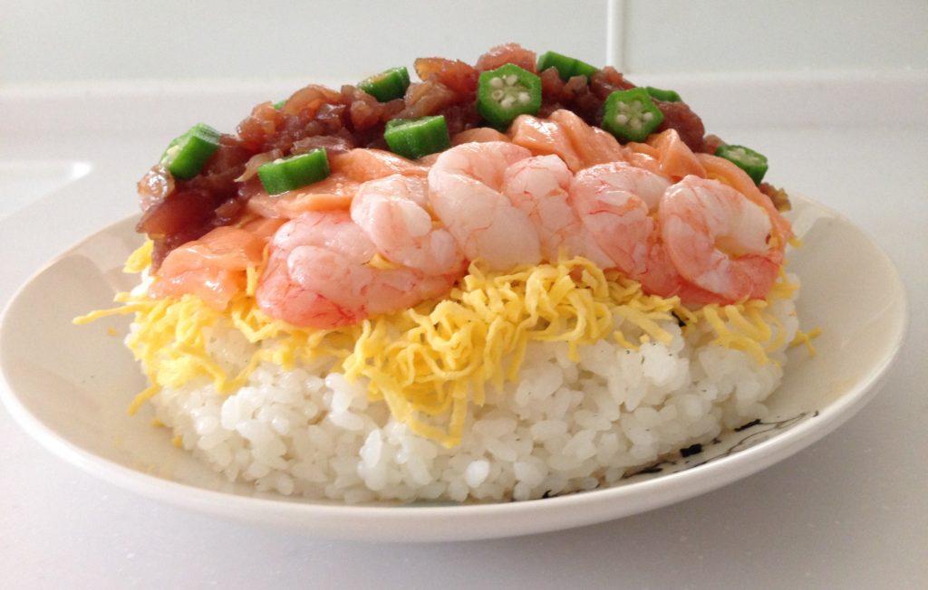 用意するのはご飯とゴマ油のみ!自宅で簡単ちらし寿司