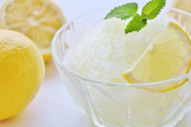 メイヤーレモンで作るレモネード