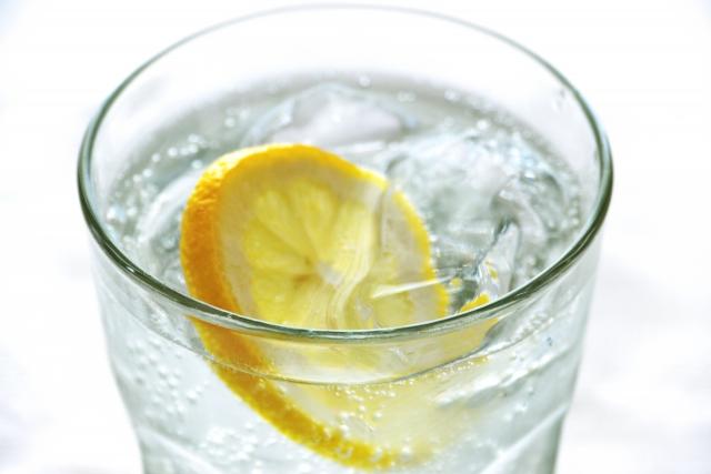 炭酸水やチューハイなどのお酒で割ると、仕事の疲れが飛ぶ
