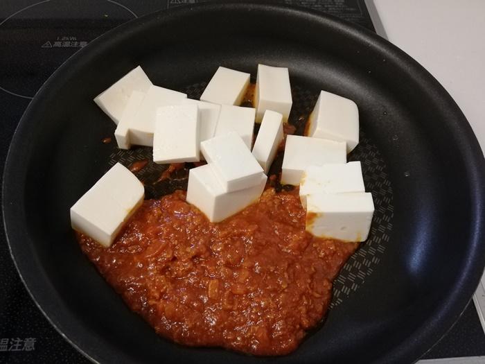 お豆腐で作るミートソースグラタン⑥作り方②<フライパンに具材を入れる>