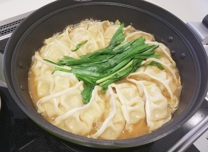 【オイシックス鍋キットコース】ジューシー餃子の濃厚みそ鍋!まな板汚れず煮込むだけで完成!